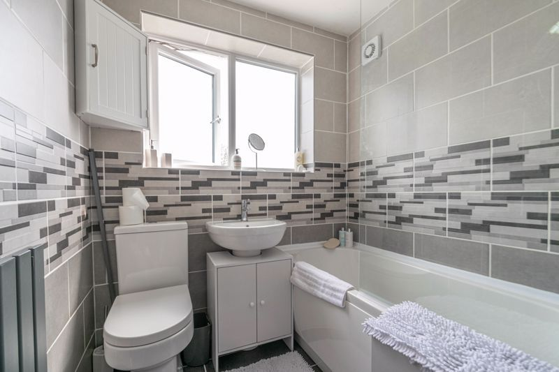 3 bed house for sale in Eden Close 10