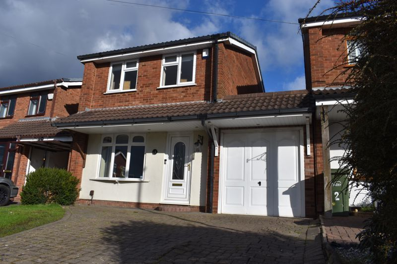 3 bed house to rent in Salcombe Drive 1