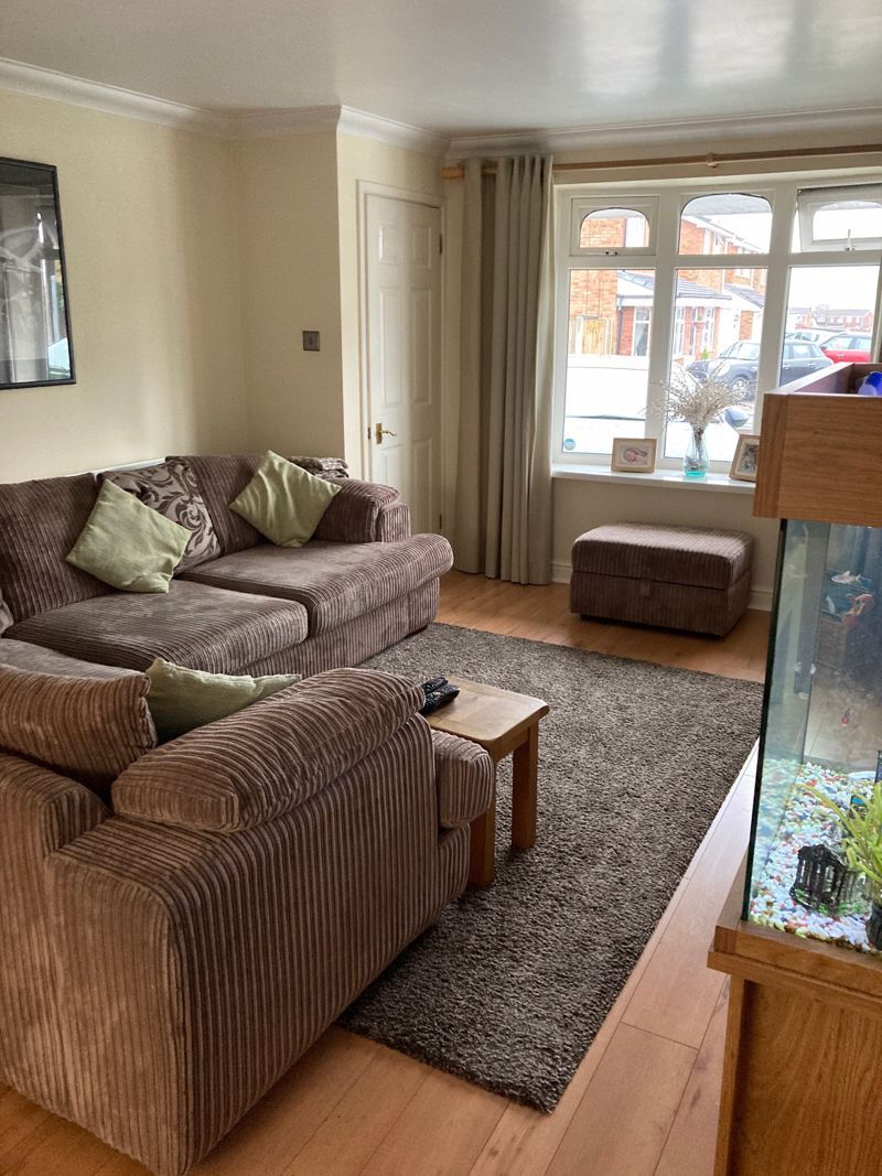 3 bed house to rent in Salcombe Drive 2