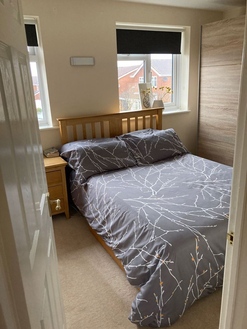 3 bed house to rent in Salcombe Drive 11