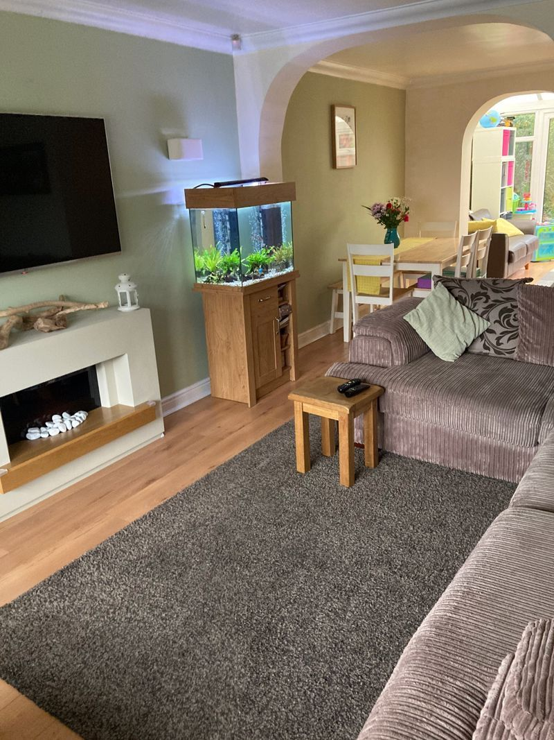 3 bed house to rent in Salcombe Drive 3