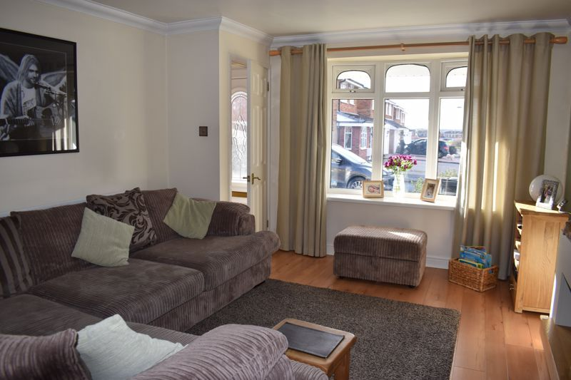 3 bed house to rent in Salcombe Drive 4