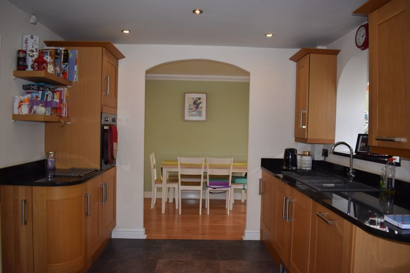 3 bed house to rent in Salcombe Drive 6