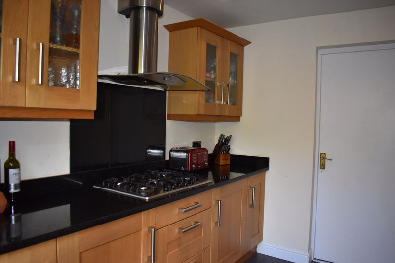 3 bed house to rent in Salcombe Drive 7