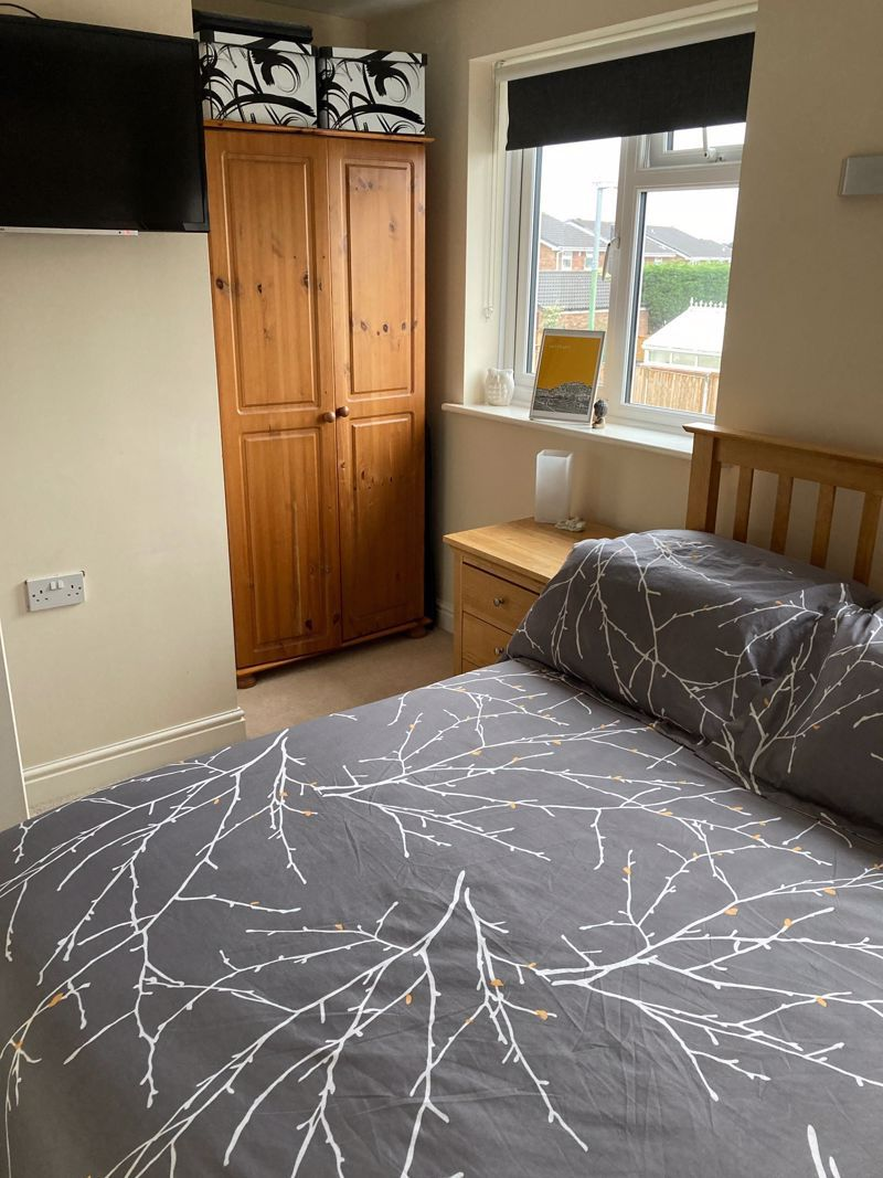 3 bed house to rent in Salcombe Drive 10