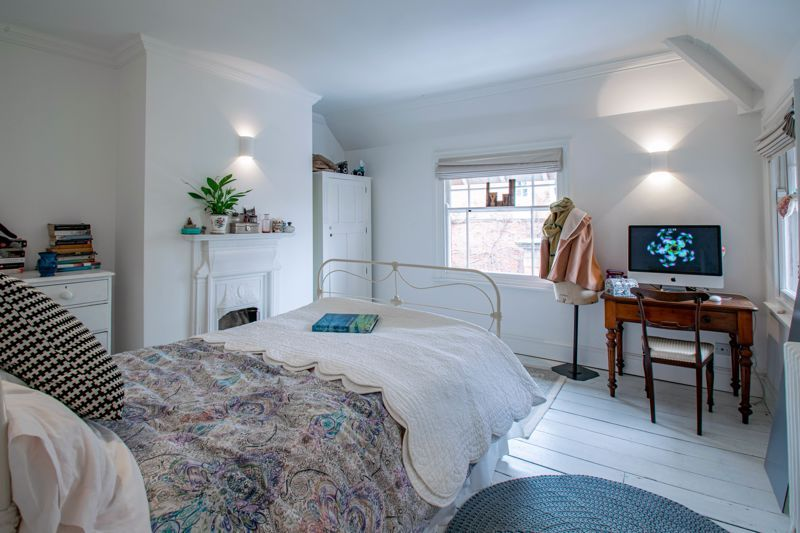 3 bed house for sale in College Road 11