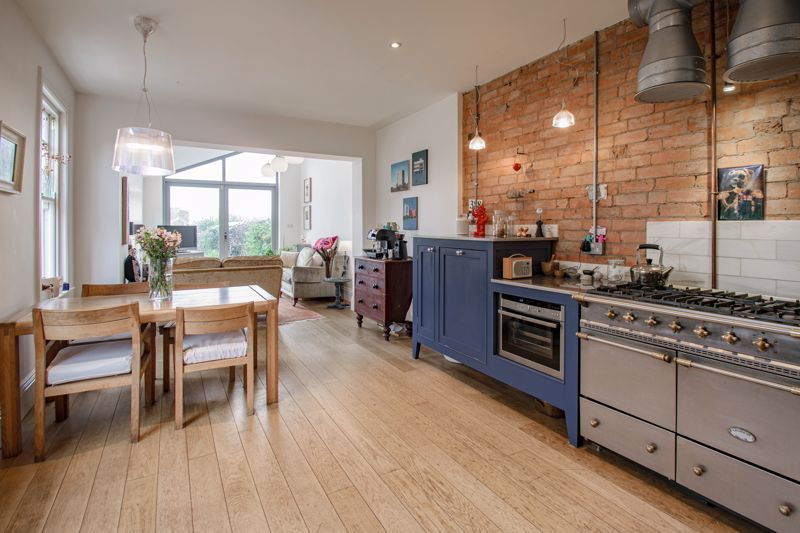 3 bed house for sale in College Road 3