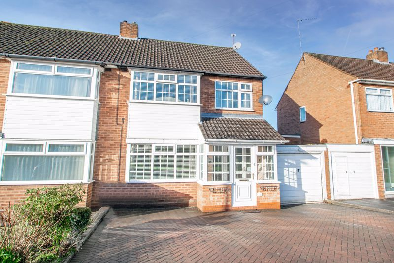 3 bed house for sale in Lansdowne Road 1