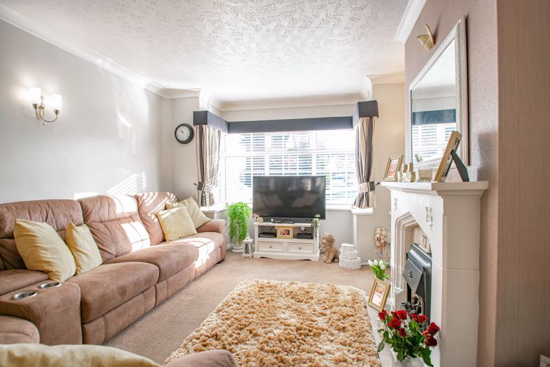 3 bed house for sale in Lansdowne Road 2
