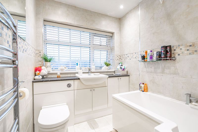 3 bed house for sale in Lansdowne Road  - Property Image 11