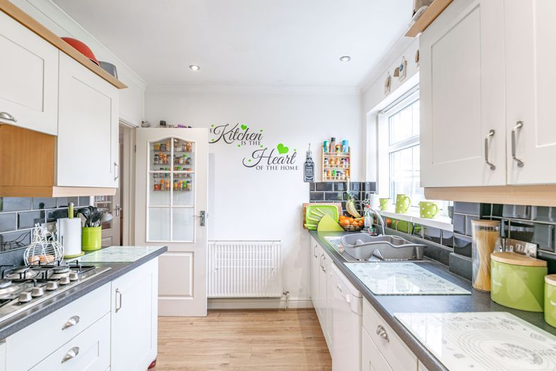 3 bed house for sale in Lansdowne Road 6