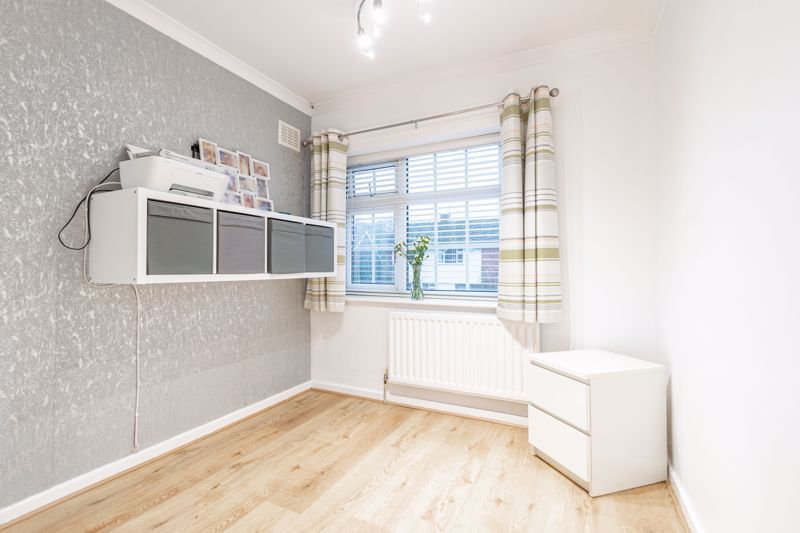 3 bed house for sale in Lansdowne Road 10