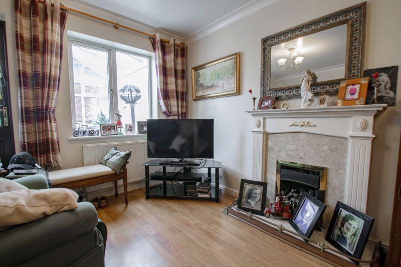 2 bed house for sale in Appletrees Crescent 3