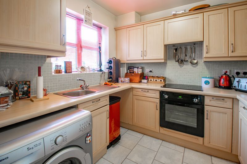 2 bed house for sale in Appletrees Crescent 5