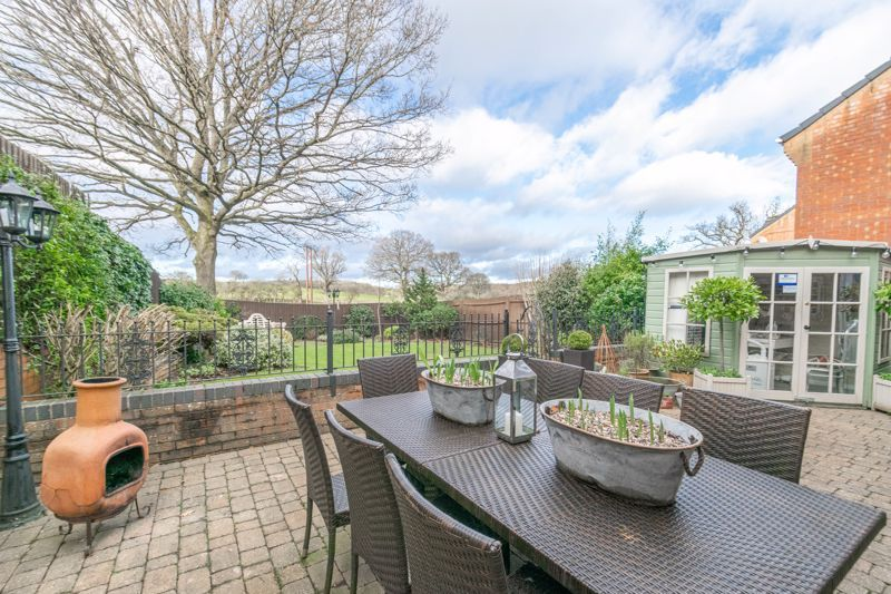 4 bed house for sale in Parklands Close 2