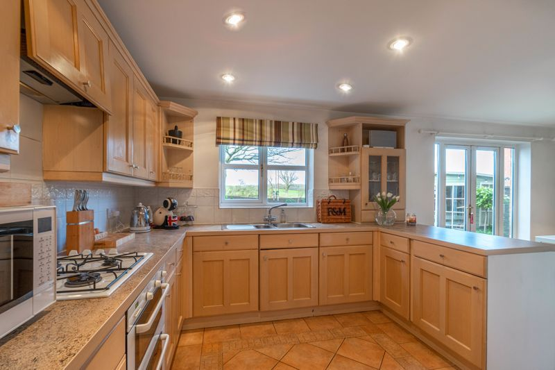 4 bed house for sale in Parklands Close  - Property Image 16