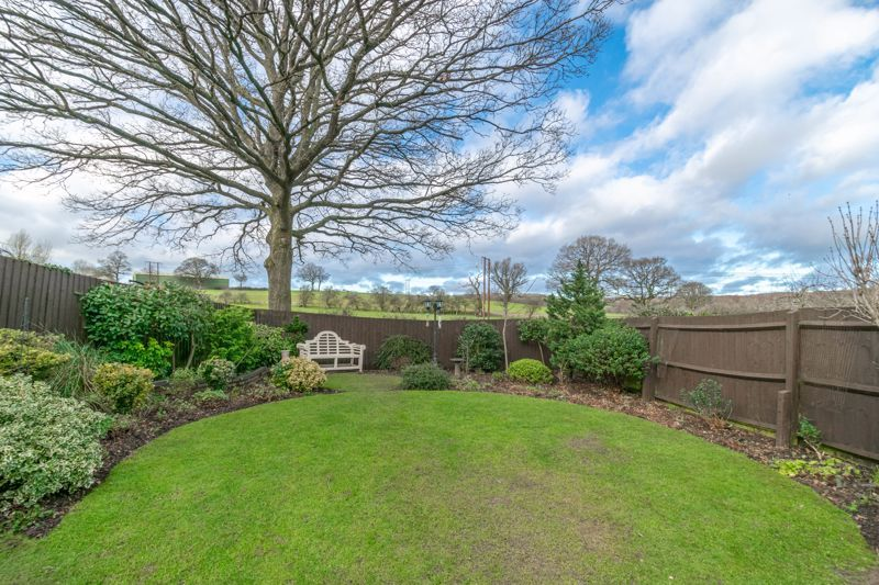 4 bed house for sale in Parklands Close 5