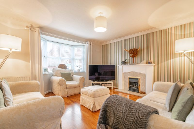 4 bed house for sale in Parklands Close 7