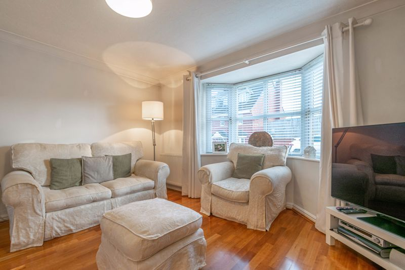 4 bed house for sale in Parklands Close 8