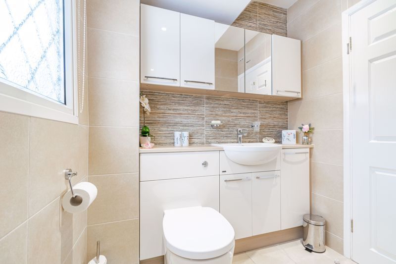 2 bed bungalow for sale in Glenelg Drive 11