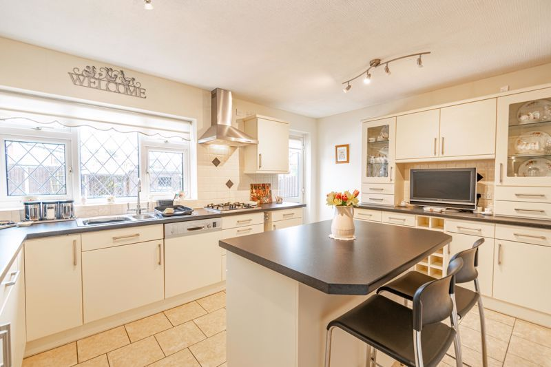 2 bed bungalow for sale in Glenelg Drive 16