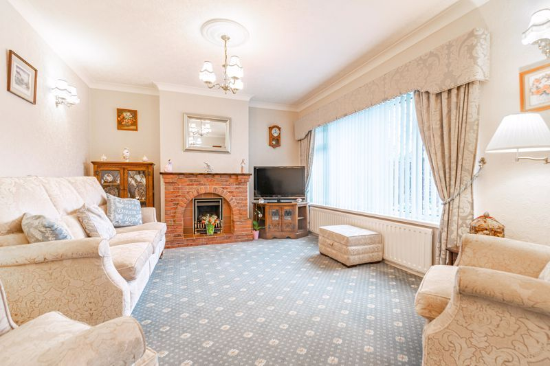 2 bed bungalow for sale in Glenelg Drive 3