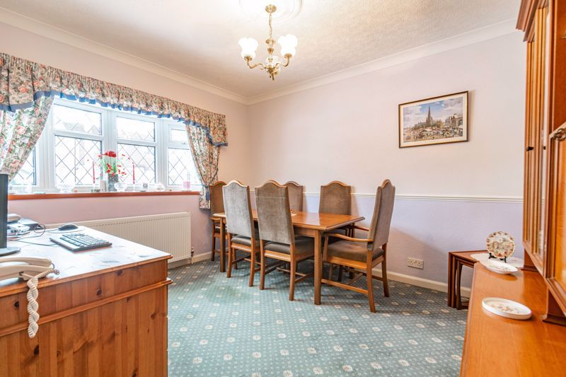 2 bed bungalow for sale in Glenelg Drive 5