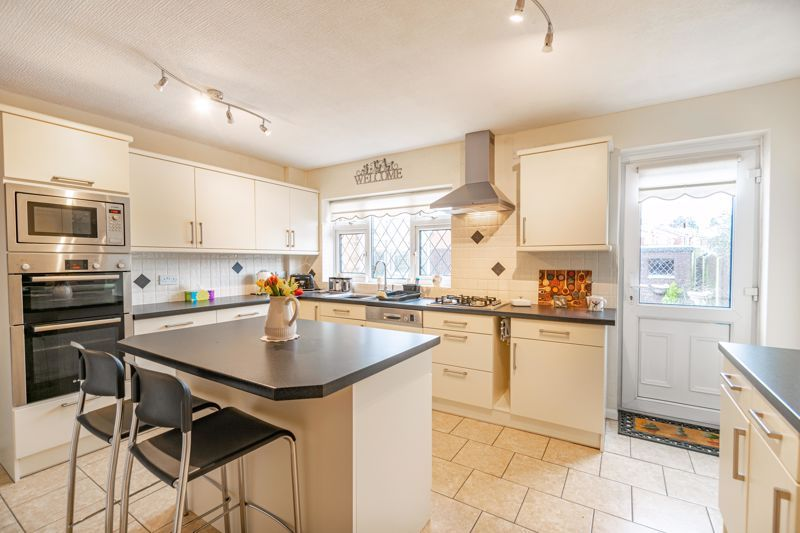 2 bed bungalow for sale in Glenelg Drive 6