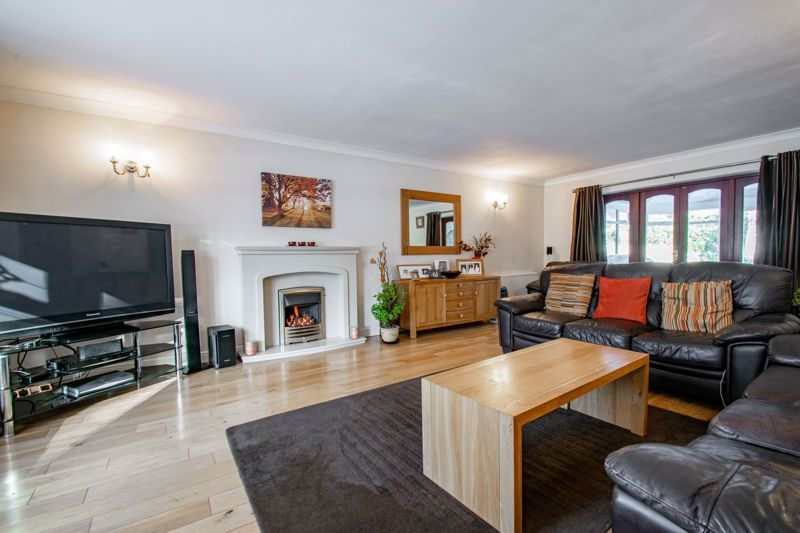 5 bed house for sale in Hunters Ride  - Property Image 2