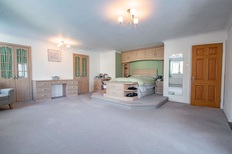 5 bed house for sale in Hunters Ride  - Property Image 8