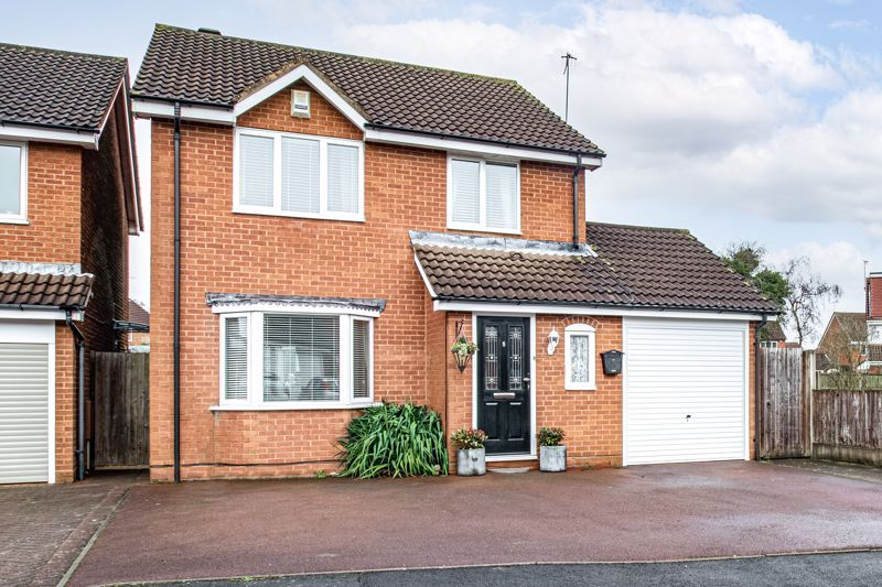 4 bed house for sale in Harrow Close  - Property Image 1