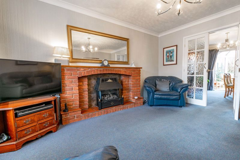 4 bed house for sale in Harrow Close 2