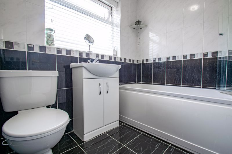 4 bed house for sale in Harrow Close 12