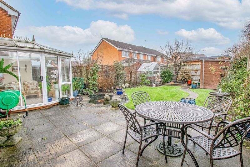 4 bed house for sale in Harrow Close 13
