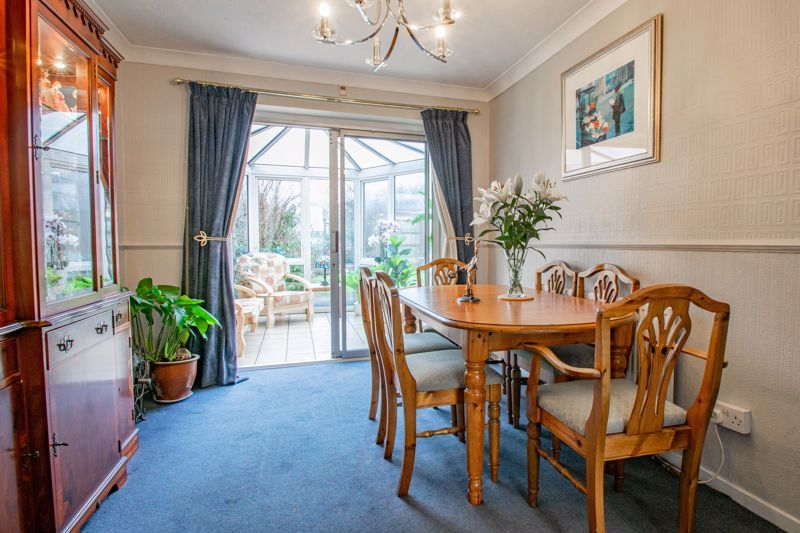 4 bed house for sale in Harrow Close  - Property Image 3