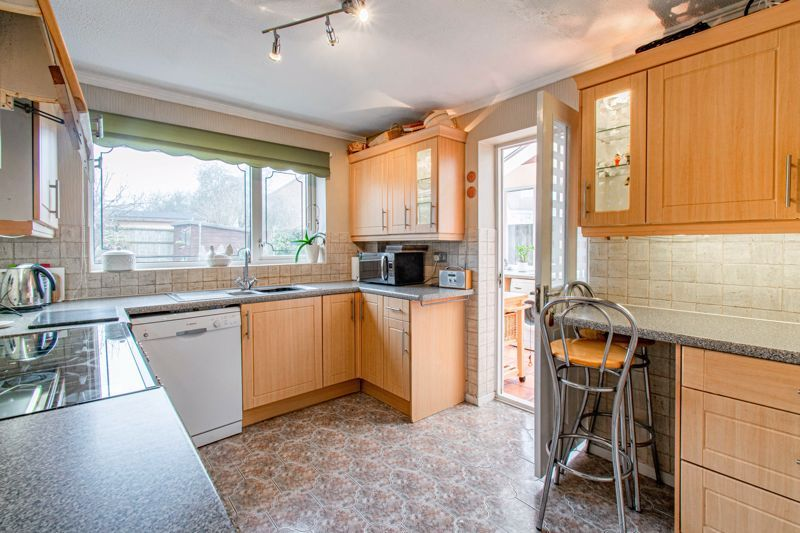 4 bed house for sale in Harrow Close 6