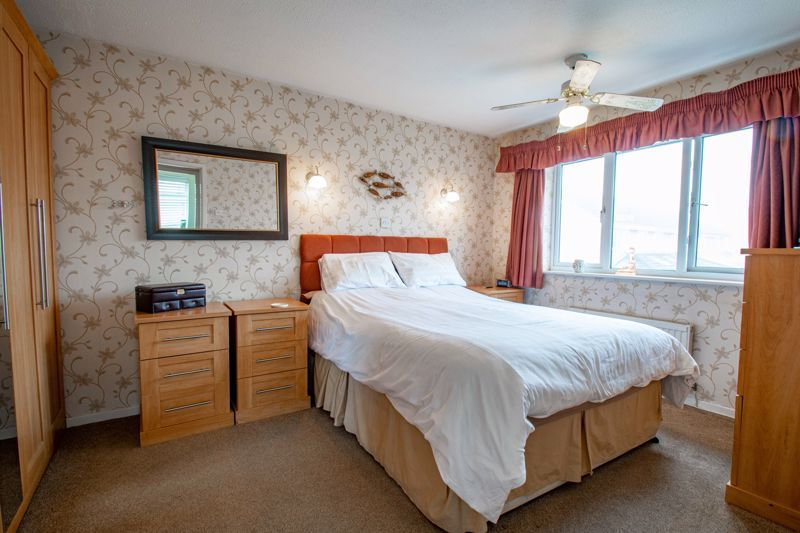 4 bed house for sale in Harrow Close 8