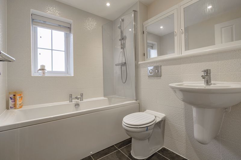 3 bed house for sale in Kingcup Close 11
