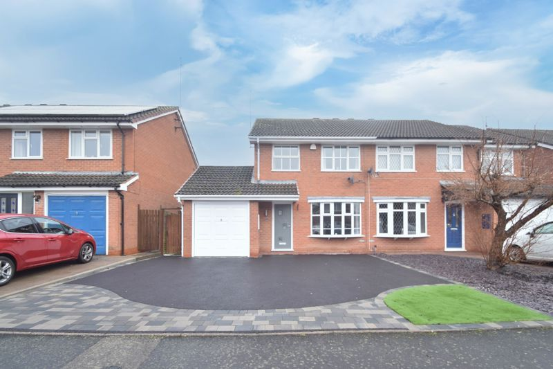 3 bed house to rent in Maisemore Close 1