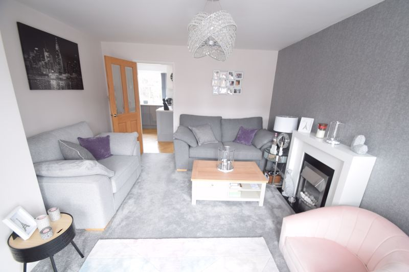 3 bed house to rent in Maisemore Close 3