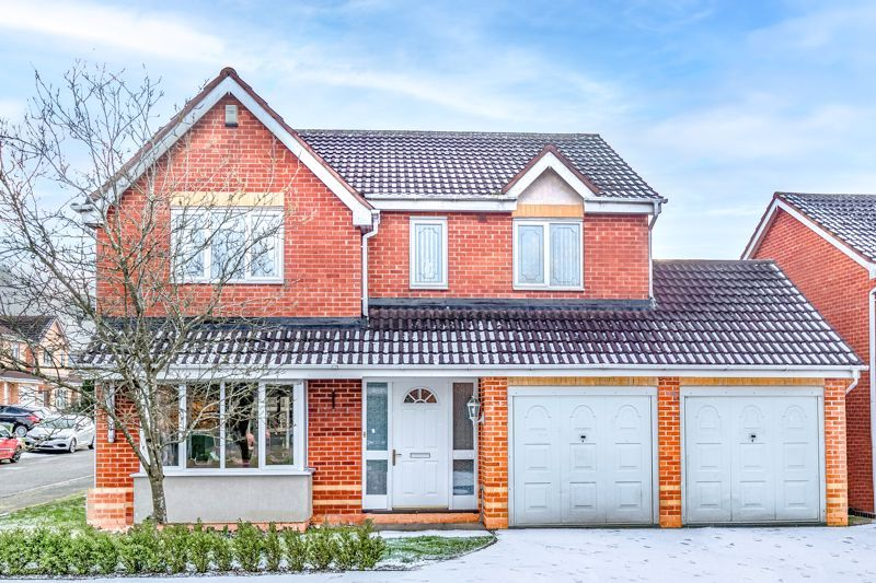 4 bed house for sale in Chepstow Drive 1