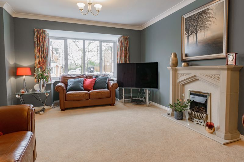 4 bed house for sale in Chepstow Drive 2