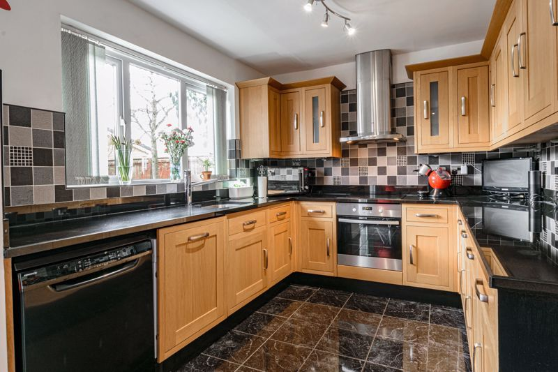 4 bed house for sale in Chepstow Drive 16