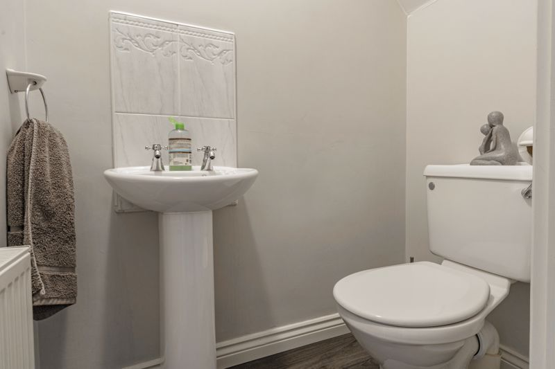 4 bed house for sale in Chepstow Drive 19