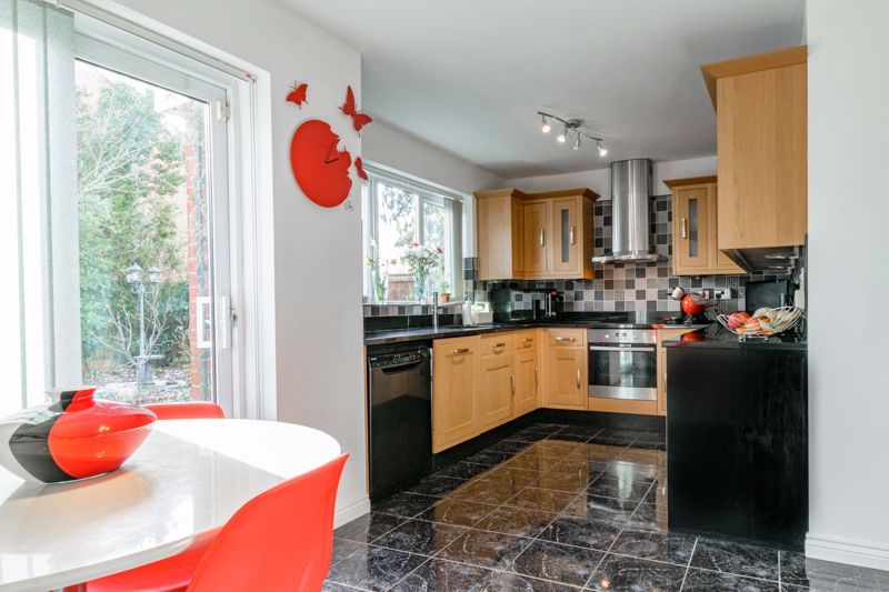 4 bed house for sale in Chepstow Drive 3