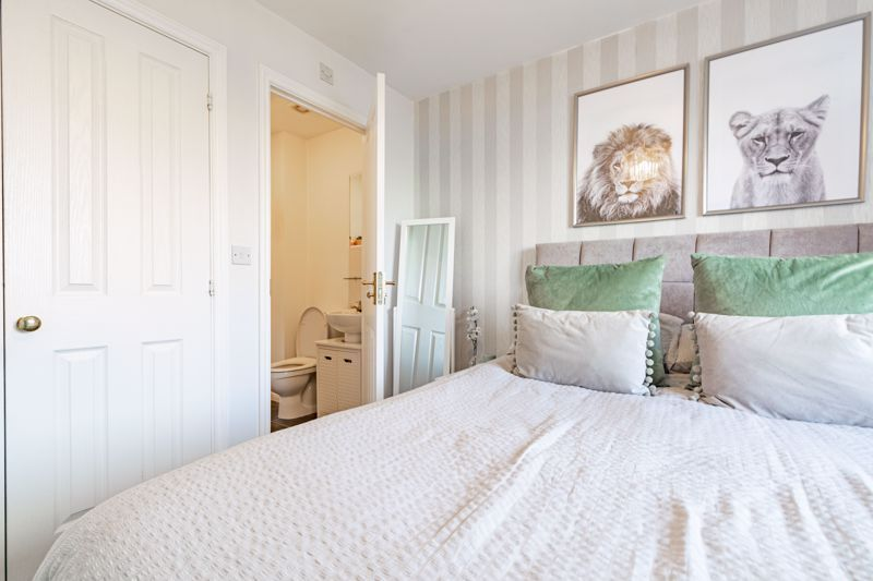 3 bed house for sale in George Wood Avenue 16