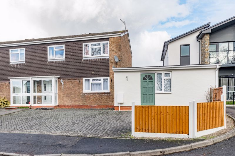 3 bed house for sale in Lingfield Walk - Property Image 1