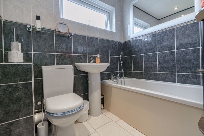3 bed house for sale in Lingfield Walk 11