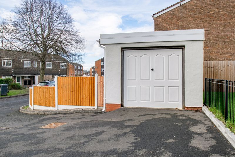 3 bed house for sale in Lingfield Walk 12