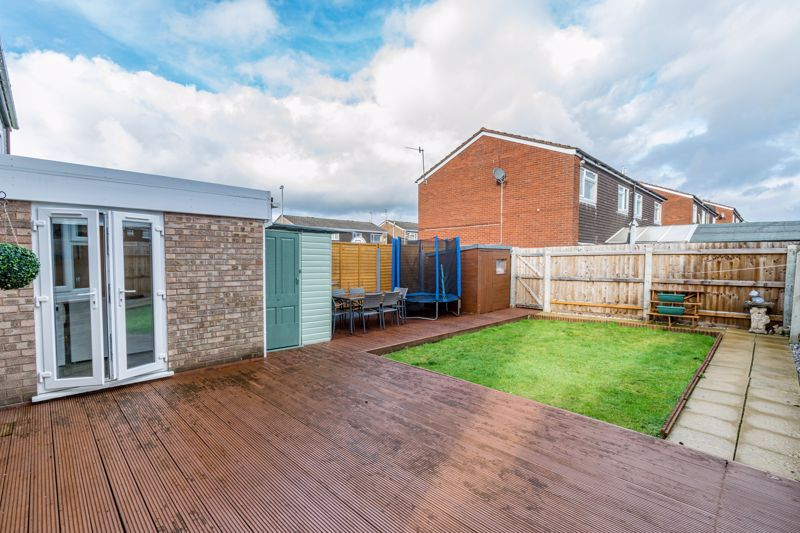 3 bed house for sale in Lingfield Walk 13